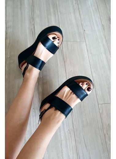 Topukla  Kadın Deri Sandalet 059 242 Siyah